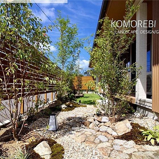 素敵な感じに仕上がってますね♪Repost from @komorebi_kobo .No,Green  No, Life.〜緑なしでは暮らせない〜.#香川県#高松市#庭屋#庭つくり#こもれび工房#雑木の庭#ナチュラルガーデン#エクステリア#ランドスケープデザイン#ガーデンデザイン#メンズガーデナー#植物のある暮らし#森が好き#庭男子#職人#自然素材#マイガーデン#ものづくりが好き#ts_niwa#庵治石 #杉苔